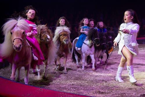 Chanel Marie Knie während ihrem Auftritt an der Premiere zur 100-Jahre-Jubiläumstournee des Circus Knie in Rapperswil (SG), am Donnerstag, 21. März 2019. (Bild: Keystone/Melanie Duchene)