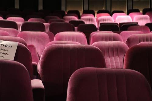 Viele ältere Kinofans erinnern sich noch gut an die plüschweichen rosa Sessel im Corso-Saal. (Bild: Sandro Zulian - 6. Dezember 2017)
