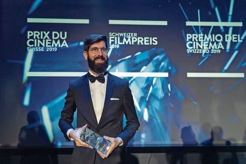 Drei Preise für «Ceux qui travaillent»: Der Genfer Antoine Russbach (Bild) wird für Regie und Drehbuch ausgezeichnet, Pauline Schneider holt den Nebendarstellerpreis. (Bild: Bilder: Martial Trezzini/Keystone)
