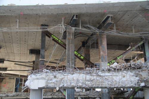 Die oberen Stockwerke des Hauses ruhen derzeit auf einer kunstvollen Konstruktion aus massiven Stahlträgern.
