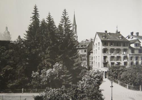 Die Ecke Burggraben und Glocken-/Brühlgasse Ende des 19. Jahrhunderts. Dort, wo heute das Gebäude des ehemaligen Kinos Corso/Restaurants Boccalino schwebt, stand damals das legendäre Restaurant Harfe. (Bild: Sammlung Reto Voneschen)