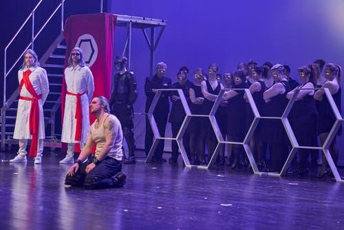Die beiden Hohen Priester Kaiaphas (Benoit Pitre, links) und Annas (René Siepen) wollen Jesus eliminieren.