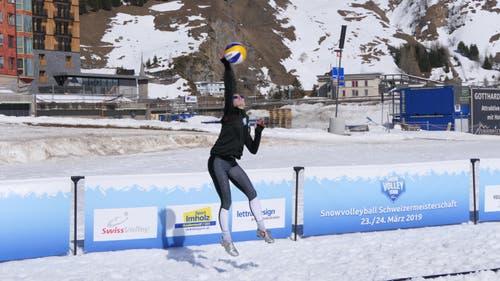 Snow-Volleyball-Schweizer-Meisterschaften in Andermatt. (Bild: Philipp Zurfluh, 24. März 2019)