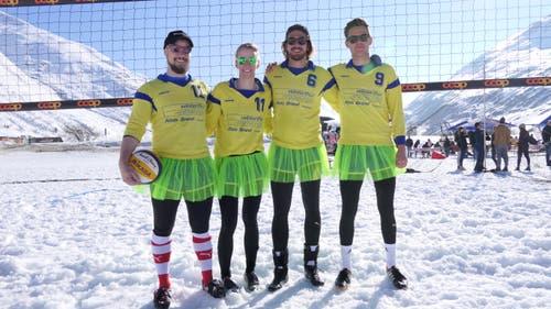 Das Team aus Uri krönte sich in der Kategorie Plausch zum Sieger; von links: Michi Truttmann, Melanie Imhof, Fabio Ziegler und Niels Hansen. (Bild: Philipp Zurfluh, 24. März 2019)