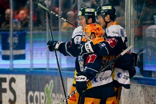 Dario Simion, Lino Martschini und Carl Klingberg (von links) jubeln nach dem 1:0. (Bild: Marc Schumacher, / Freshfocus, Zug, 26. März 2019)