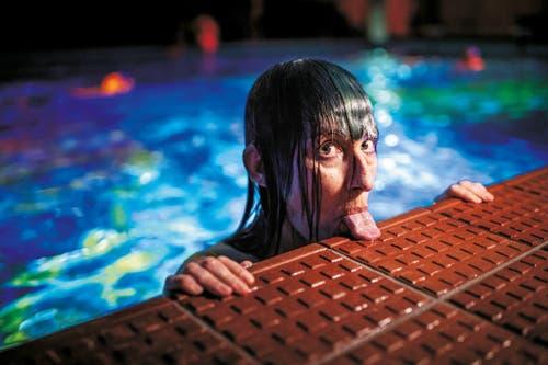 1. Preis Portrait: Pipilotti Rist während ihrer weltweit einzigartigen Kunstperformance zum Thema Korallensterben. (Bild: Anthony Anex / Keystone)