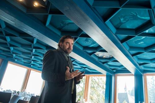 Der Obwaldner Künstler Christian Kathriner erzählt, wie er die Decke gestaltet hat.
