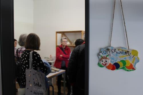 Während den Rundgängen wurden den Besucherinnen und Besucher Einblicke in die Werkräume, wie hier ins Töpfer-Stübli, gewährt.