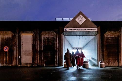 1. Preis Alltag: Samichlaus im Gefängnis. (Bild: Christian Merz für den «Zürcher Unterländer»)