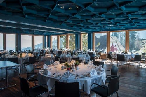 Blick in den blauen Saal mit der «Baldachin»-Decke.