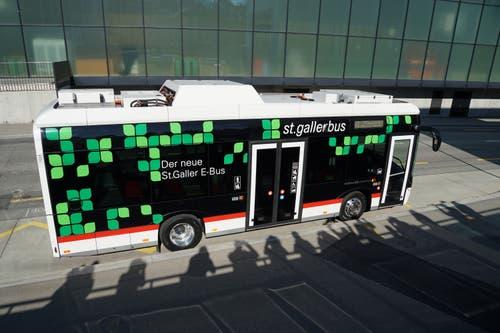 Die Batterien des Busses befinden sich im Heck und auf dem Dach und leisten zusammen 160 Kilowatt.