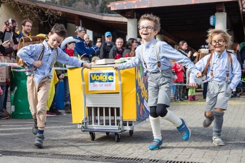 «Volgen»? Wieso denn, wenn das Leben als Schlingel viel schöner ist! Auch am Scheesen- und Garettenrennen in Udligenswil. (Bild: Philipp Schmidli, 3. März 2019)