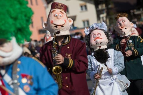 Die Nölli Grötze Lozärn ziehen mit dem Motto «Im weissen Rössel» durch Littau.(Bild: Boris Bürgisser, Littau, 3. März 2019)