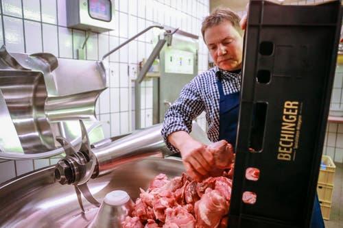...und das Fleisch für seine Olma-Bratwürste. Das Fleisch wird im sogenannten... (Bilder: Raphael Rohner)