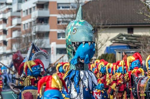 Die Guuggenmusig Rasselbandi Horw sorgt nebst der passenen Musik auch für eine «Narren Zucht».(Bild: Pius Amrein, Horw, 3. März 2019)