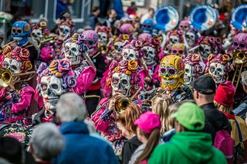 Die Leuenchotzeler Luzern ziehen mit dem Motto «Tage der Toten» durch Horw. (Bild: Pius Amrein, Horw, 3. März 2019)