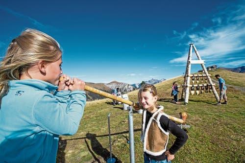 Lenk-Simmental bietet Familienferien mit viel Abwechslung: etwa mit Alphorn-Kursen. (Bild: swiss-image.ch/ Mathias Kunfermann)
