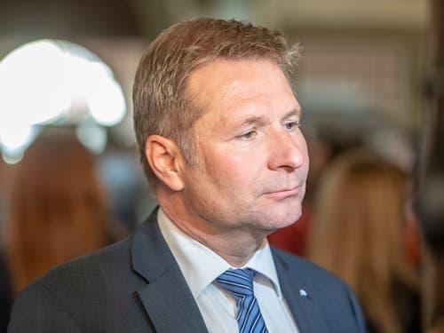 Die Enttäuschung ist ihm ins Gesicht geschrieben: Der parteilose Finanzdirektor Marcel Schwerzmann verpasste das absolute Mehr und muss in den zweiten Wahlgang steigen. (Bild: KEYSTONE/URS FLUEELER)