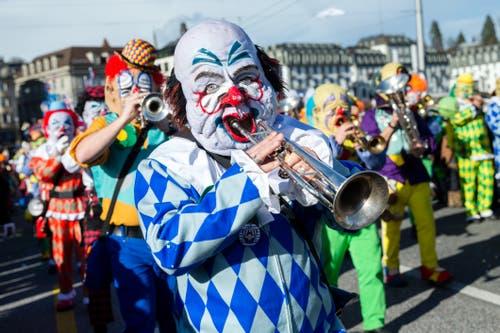 Rotsee-Husaren Ebikon mit dem Motto 100 Johr Zirkus Knie am Wey-Umzug am Montag, 4. März 2019 in Luzern.