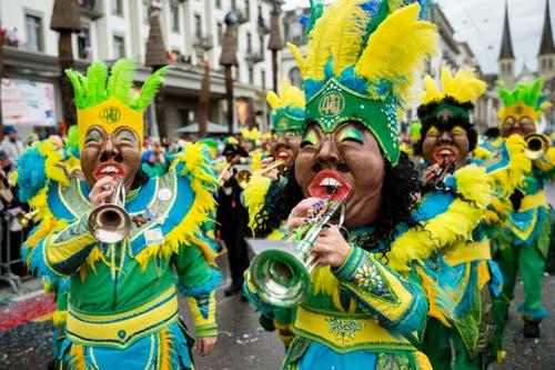Die Guuggemusig Cocoschüttler Meggen mit dem Motto Samba do Brasil am Wey-Umzug am Montag, 4. März 2019 in Luzern.