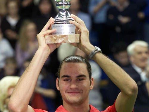 Mit 19 Jahren gewann Federer 2001 in Mailand seinen ersten von nun 100 Titeln (Bild: KEYSTONE/EPA ANSA/DAL ZENNARO)
