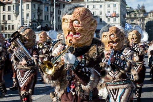 Guggenmusik Rotseemöven Littau mit dem Motto Klimamutanten am Wey-Umzug am Montag, 4. März 2019 in Luzern.