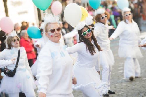 Frauen der Zünftigen am Umzug in Sursee (Bild: Boris Bürgisser, Sursee, 5. März 2019)