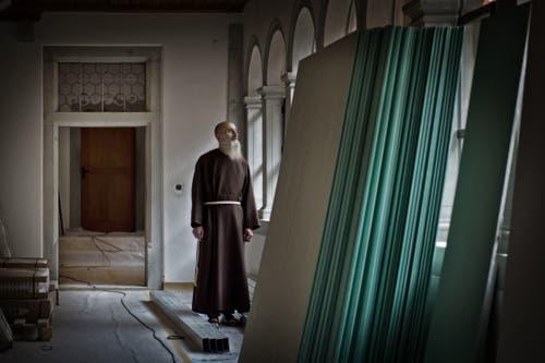 Provinzial Agostino Del-Pietro im Kloster Wesemlin, mitten in den Umbauarbeiten. (Bild: Pius Amrein, 5. November 2013)