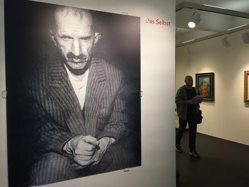 Ein Porträt von Antonio Ligabue aus dem Jahr 1961 in der Ausstellung über den «Schweizer Van Gogh» im Museum im Lagerhaus in St. Gallen. Der Art-Brut-Künstler hat bis zu seinem Tod 1965 rund 170 Selbstbildnisse gemalt. (Bild: Keystone-SDA/Nathalie Grand)