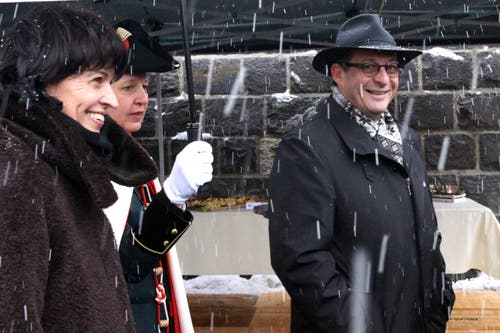 An der Eröffnung des A8-Tunnels in Lungern: Doris Leuthard und der Obwaldner Baudirektor Paul Federer. (Bild: Romano Cuonz, 10. Dezember 2012)