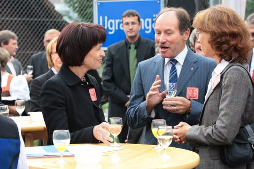 An der Gewerbeausstellung in Kerns: Doris Leuthard zu Besuch mit den Obwaldner Regierungsräten Niklaus Bleiker und Esther Gasser. (Bild: Roger Zbinden, 12. September 2009)