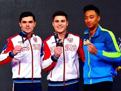 Artur Dalaloyan, Nikita Nagorni und Marios Georgiou holten im Mehrkampf die EM-Medaillen in Stettin (Bild: KEYSTONE/EPA PAP/MARCIN BIELECKI)