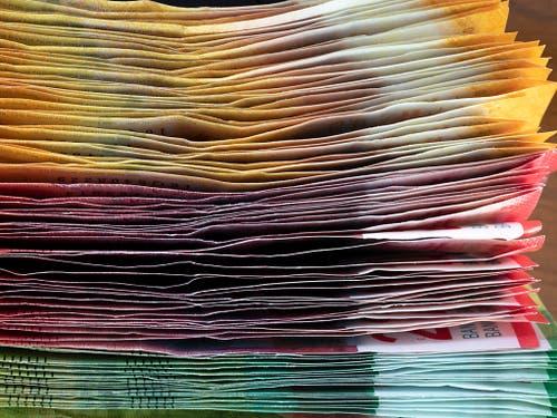 Geldsegen für die Schweizer Kantone: ihre Rechnungsabschlüsse für das Jahr 2018 sind markant besser ausgefallen als budgetiert. (Bild: KEYSTONE/GAETAN BALLY)