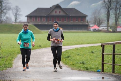 Martina Odermatt (rechts) und Julia Blättler aus Oberdorf. (Bild: Boris Bürgisser, Stans, 14. April 2019)