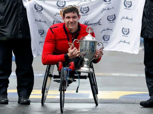 Der Amerikaner Daniel Romanchuk gewann das Rollstuhl-Rennen der Männer, in dem der Vorjahressieger Marcel Hug den 3. Rang belegte (Bild: KEYSTONE/FR170221 AP/WINSLOW TOWNSON)