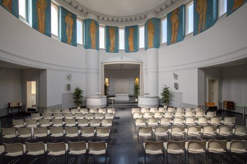 Das alte Krematorium in Form eines Kuppelbaus vom Architekten Albert Froelich mit der Malerei zwischen den Oblichtern von Eduard Renggli. (Bilder: Pius Amrein, Luzern, 15. April 2019)