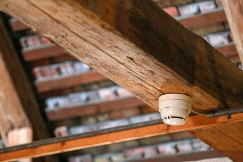 ...hochsensible Brandmelder installiert, die bei einem Brand rasch...
