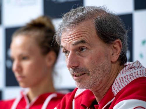 Fed-Cup-Captain Heinz Günthardt äussert sich im Interview mit Keystone-SDA über sein Team, das Tennis und Roger Federer (Bild: KEYSTONE/ANTHONY ANEX)