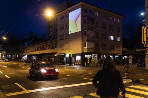 Shirana Shahbazis Werk schmückte während vier Abenden das Zentrum des Lachen-Quartiers. (Bild: Michel Canonica)
