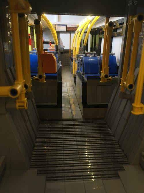 Sieht fast aus wie im richtigen Bus. Innenaufnahme mit einem Smartphone. (Bild: Roger Rüegger, Küssnacht, 7. März 2019)