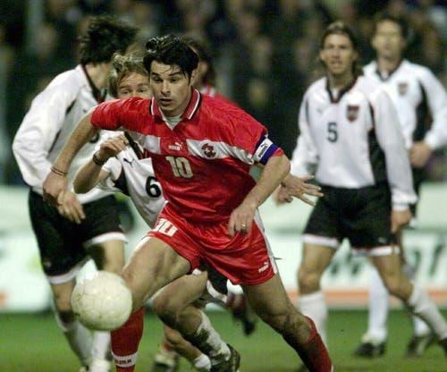 1999: Ciriaco Sforza mit der Nummer 10 in der Schweizer Nationalmannschaft. Bild: Michele Limina/Keystone