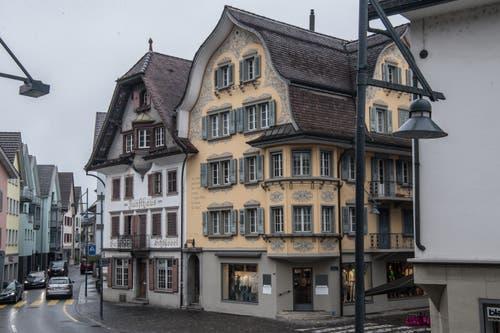 So präsentiert sich der Dorfplatz 100 Jahre später. Bild: Nadia Schärli (Sarnen, 14. März 2019)