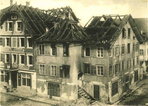 In der Nacht vom 5. auf den 6. April 1919 brannte das Joller-Haus und der benachbarte Gasthof zum Schlüssel ab. Bild: PD/Historisches Museum Obwalden.