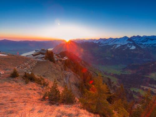 Sonnenaufgang vom Stanserhorn. (Bild: Rolf Kälin, Stanserhorn, 20. April 2019)