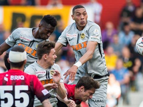 YB-Stürmer Guillaume Hoarau und seine Kollegen blieben erstmals seit 60 Spielen in der Super League ohne Treffer (Bild: Keystone/GABRIEL MONNET)