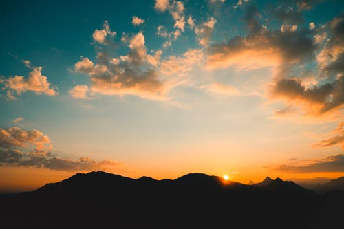 Ein traumhafter Sonnenaufgang am Hammetschwand Lift. (Bild: Sven von Holzen, Hammetschwand Lift, 19. April 2019)