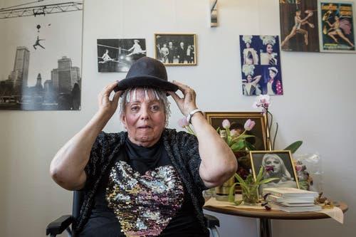Josefina Tanasa hat alles aufbewahrt aus ihrer Zirkusvergangenheit. Auch viele Fotos ihrer Tochter, der Schriftstellerin Aglaja Veteranyi. (Bild: Hanspeter Schiess)