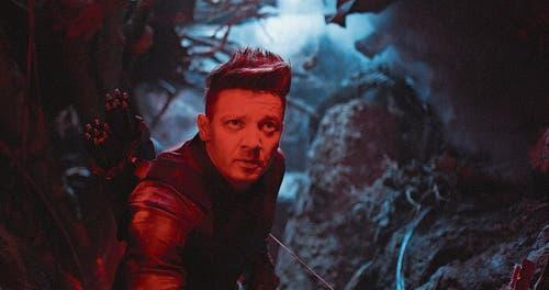 Clint Barton (Jeremy Renner) kämpft bevorzugt mit Pfeil und Bogen.