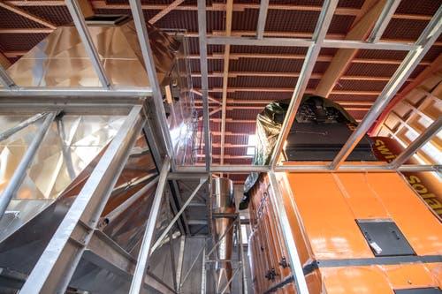 Rundgang in und um die neue Fernwärmeanlage des Wärmeverbund Sarnen, welche unmittelbar beim Werkhof zu stehen kommen wird. (Bild: Pius Amrein, Mittwoch 17. April 2019)