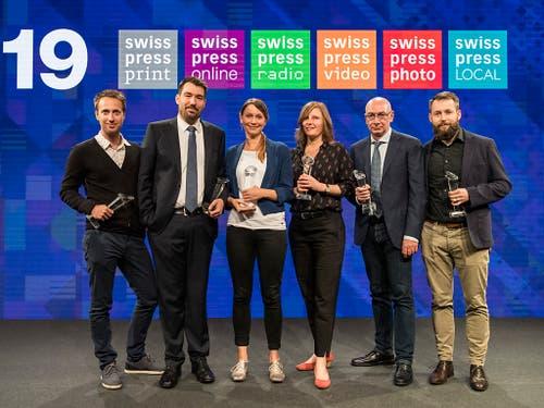 Die Gewinnerinnen und Gewinner der Swiss Press Awards 19, von links: Stefan Bohrer (Foto), Florian Imbach (Video), Rahel Walser (Radio), Camille Krafft (Print), Alessandro Bertellotti (Local) und Pierre Pistoletti (Online). (Bild: KEYSTONE/ALESSANDRO DELLA VALLE)